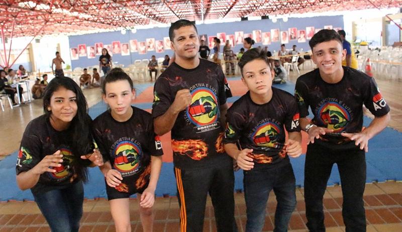 Wrestling - equipe Amazonas Club da Luta rumo ao RJ - foto 1 - by Emanuel Mendes Siqueira